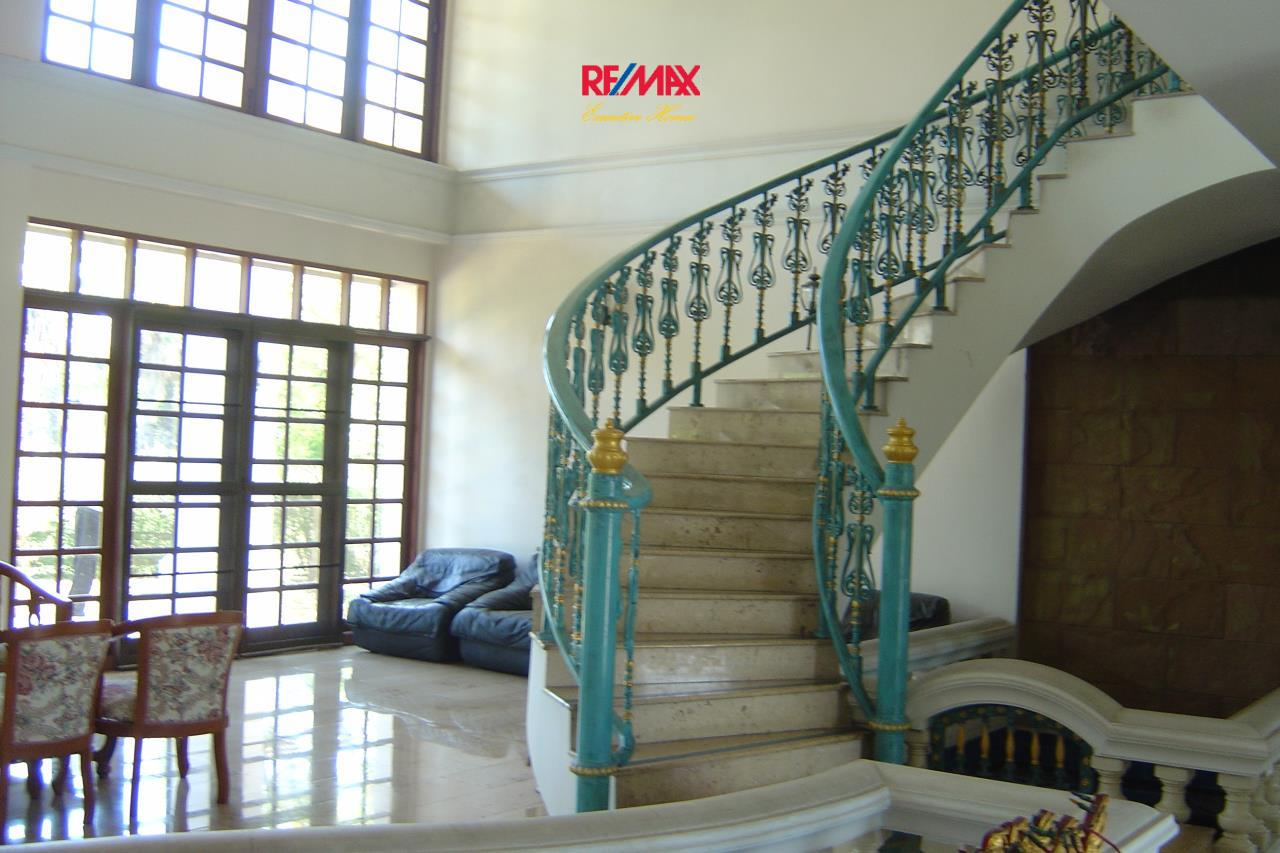 RE/MAX Executive Homes Agency's Spacious 5 Bedroom House for Sale in Bang Na 2