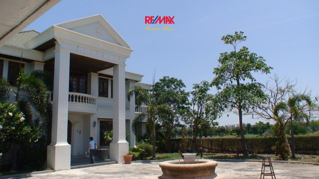 RE/MAX Executive Homes Agency's Spacious 5 Bedroom House for Sale in Bang Na 4
