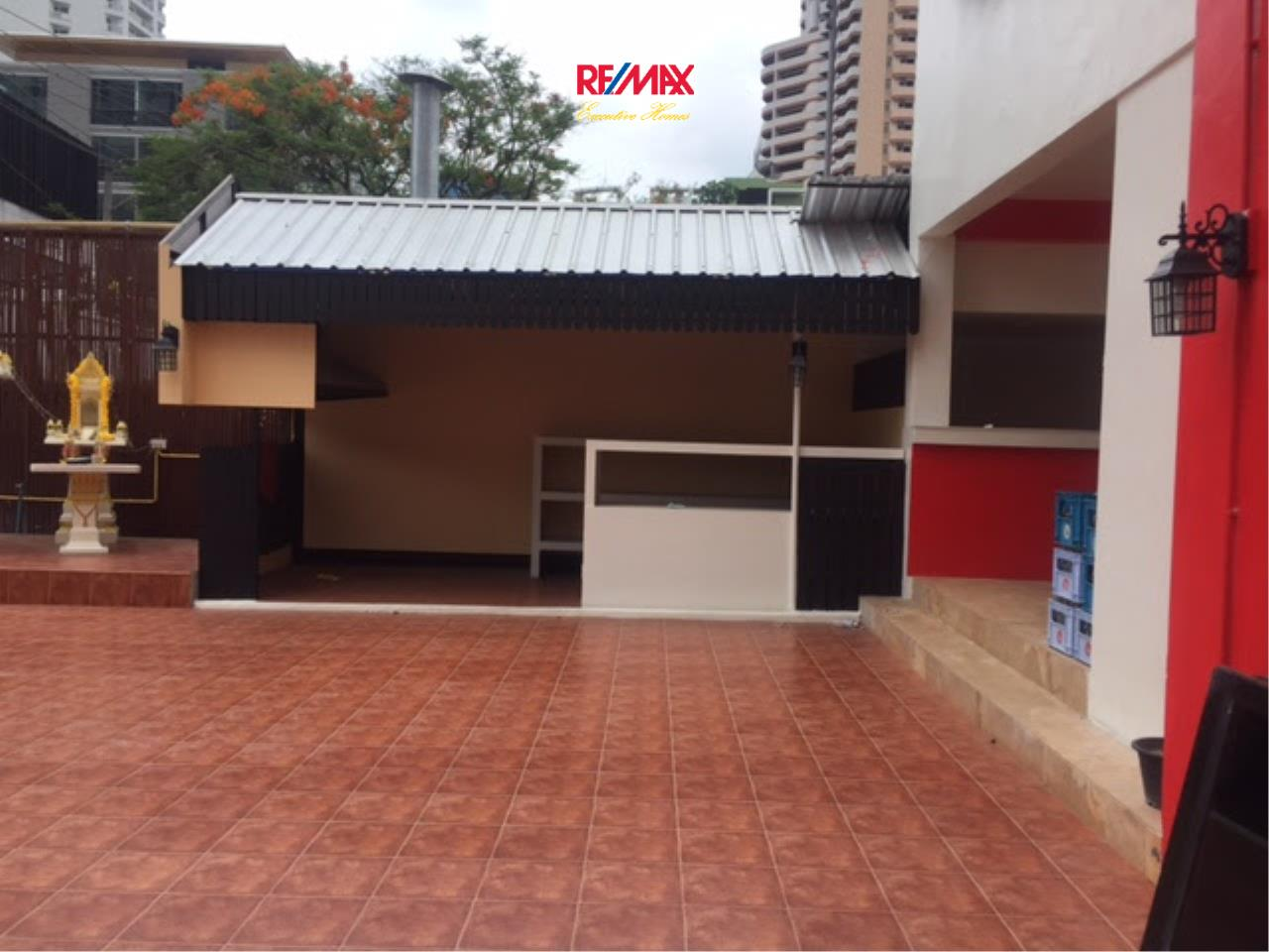 RE/MAX Executive Homes Agency's Shophouse for Rent in Sukhumvit 33 1