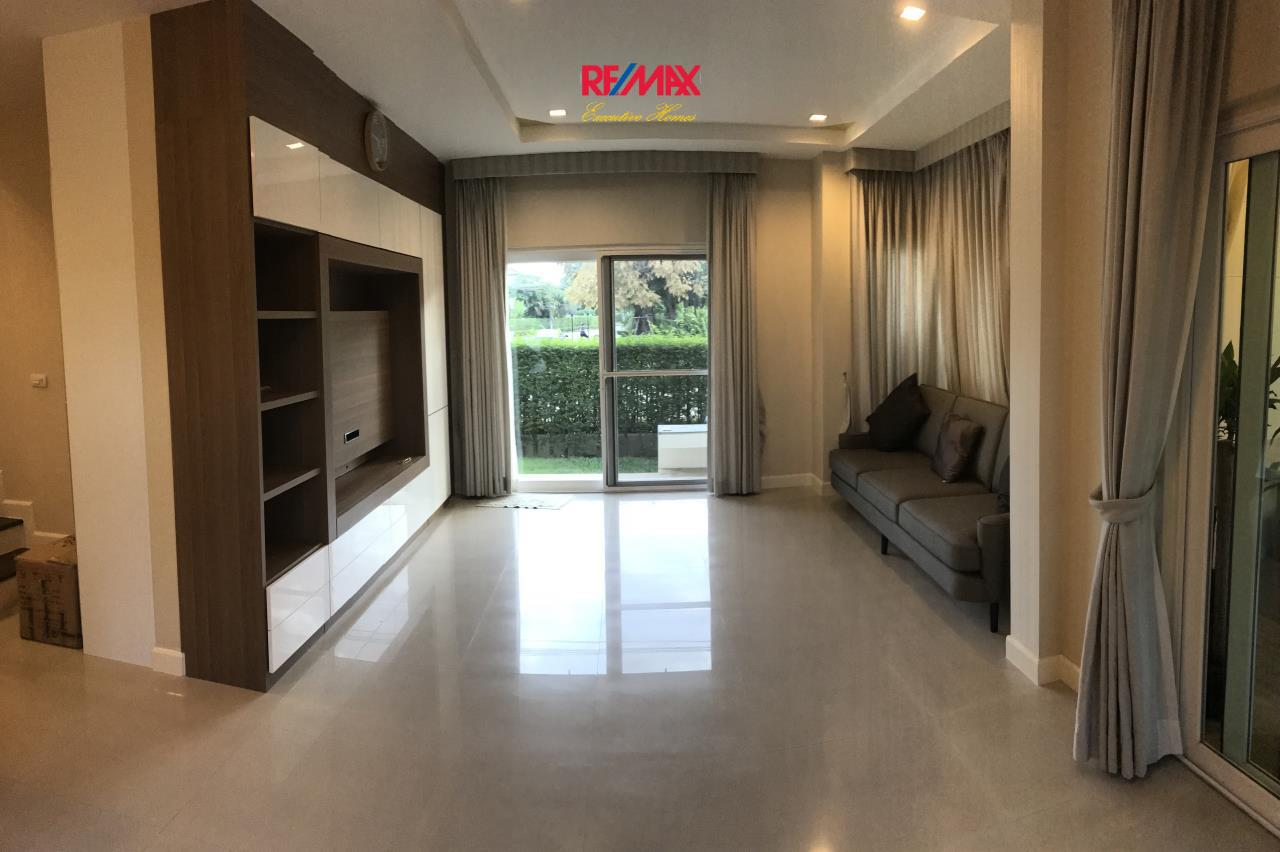 RE/MAX Executive Homes Agency's Nice 4 Bedroom House in Bang Na 2