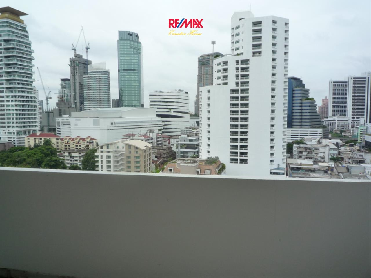 RE/MAX Executive Homes Agency's Nice 2 Bedroom for Rent 33 Tower 5