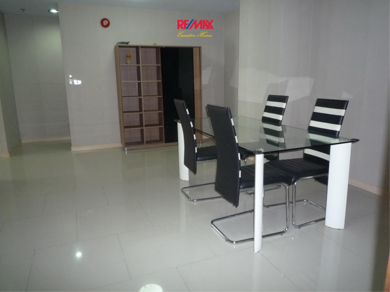 RE/MAX Executive Homes Agency's Nice 2 Bedroom for Rent 33 Tower 6