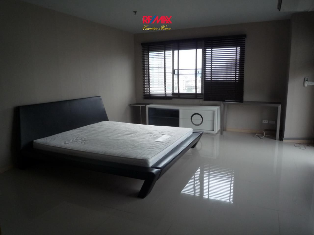 RE/MAX Executive Homes Agency's Nice 2 Bedroom for Rent 33 Tower 4