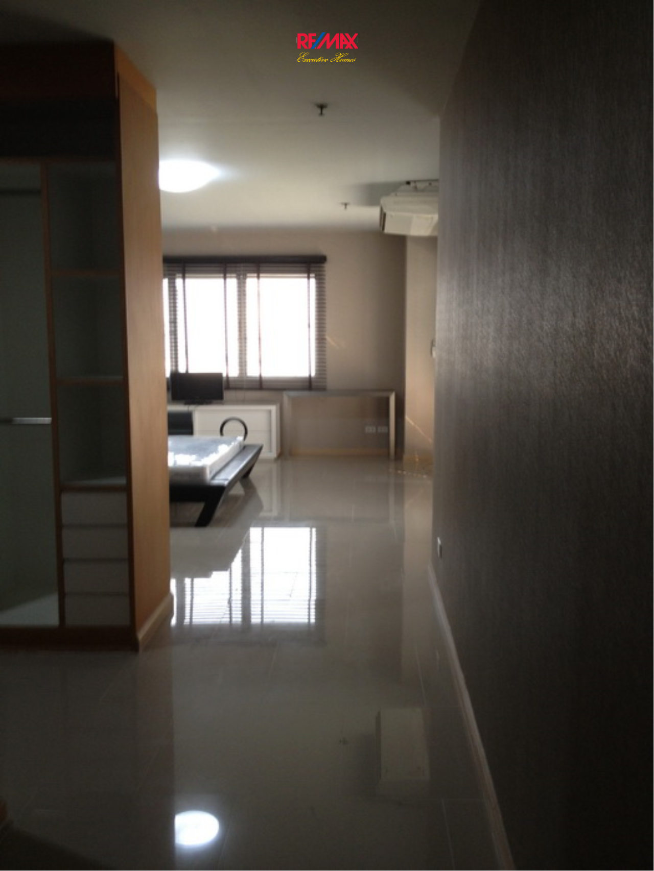 RE/MAX Executive Homes Agency's Nice 2 Bedroom for Rent 33 Tower 15