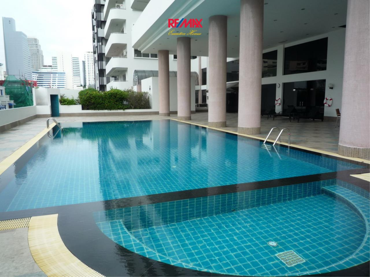 RE/MAX Executive Homes Agency's Nice 2 Bedroom for Rent 33 Tower 1