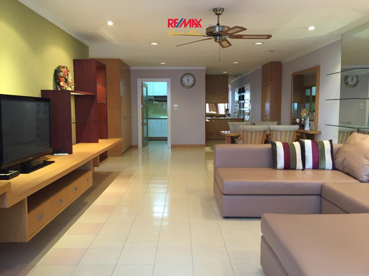 RE/MAX Executive Homes Agency's Spacious 2 Bedroom or Rent Supalai Place 39 1