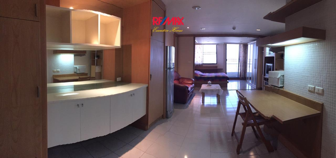 RE/MAX Executive Homes Agency's Spacious 2 Bedroom or Rent Supalai Place 39 3