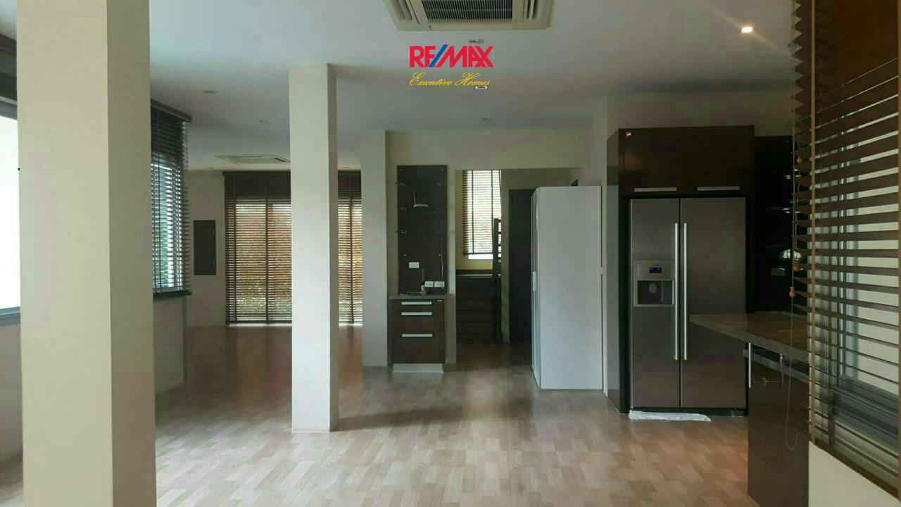 RE/MAX Executive Homes Agency's Nice 4 Bedroom House for Rent in Chaloermprakiat 4