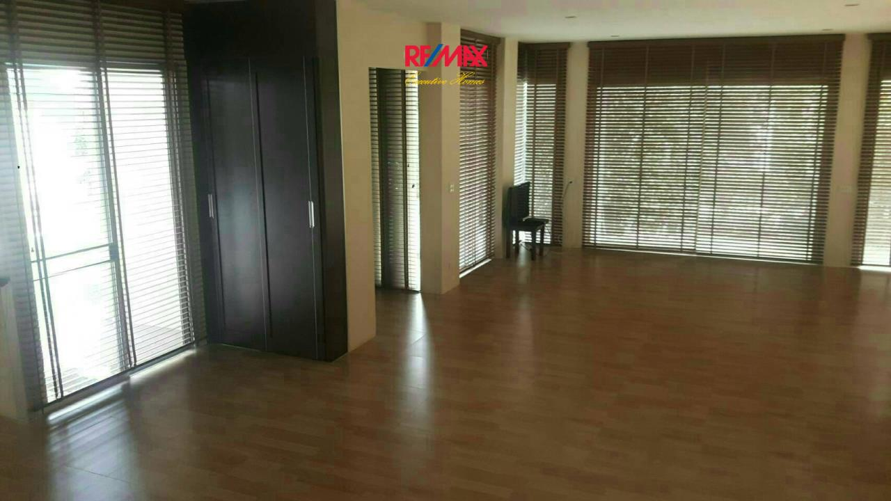 RE/MAX Executive Homes Agency's Nice 4 Bedroom House for Rent in Chaloermprakiat 5