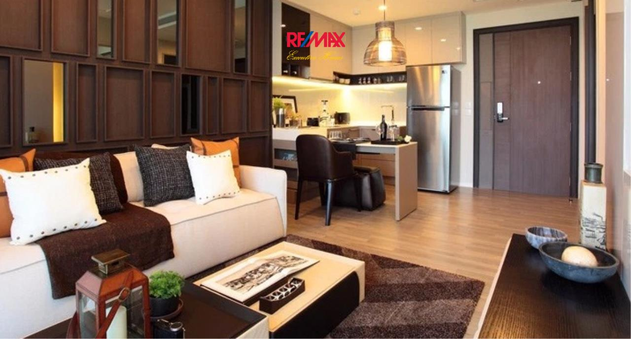 RE/MAX Executive Homes Agency's Stunning 1 Bedroom for Sale 333 Riverside 3