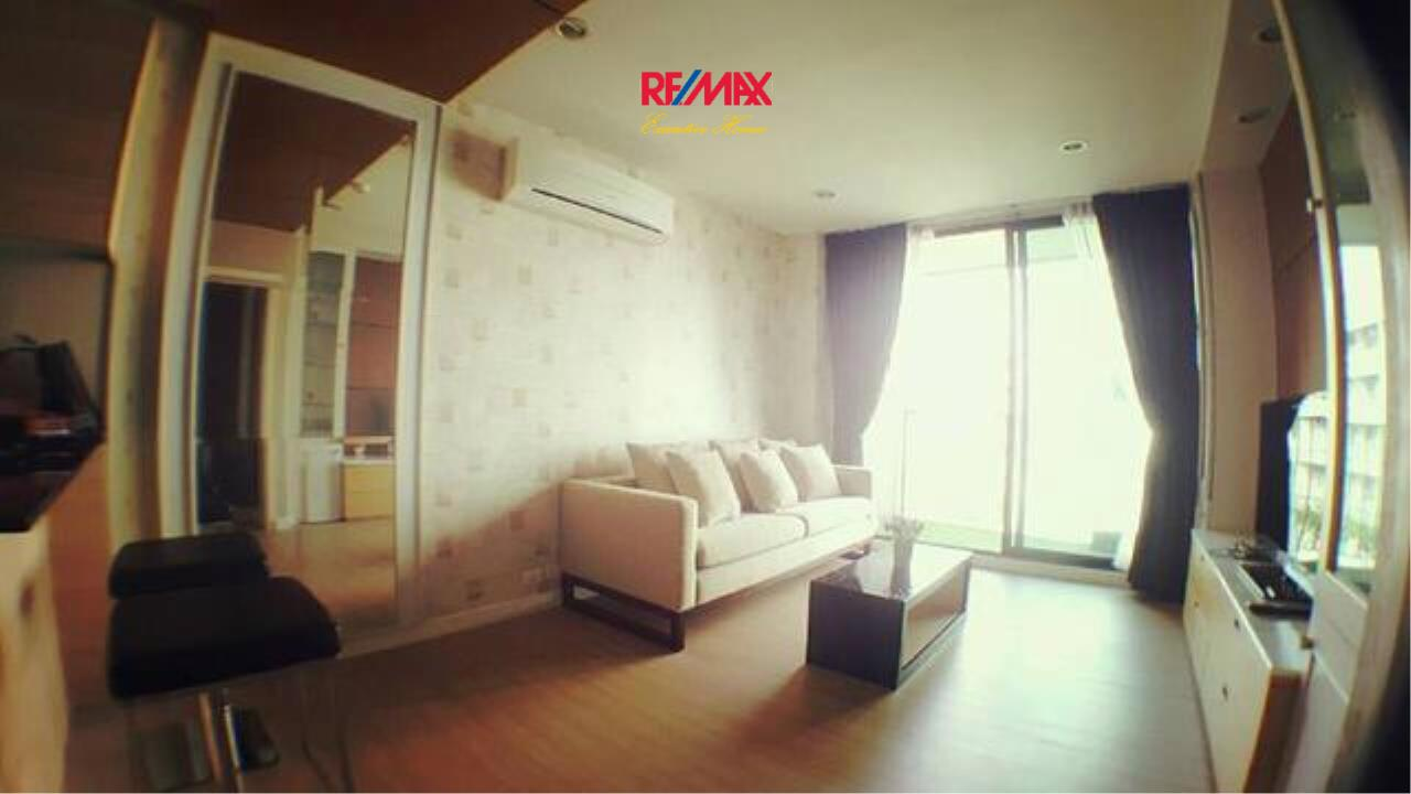 RE/MAX Executive Homes Agency's Spacious 1 Bedroom for Rent and Sale D25 Thonglo 3