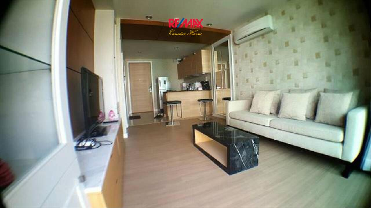 RE/MAX Executive Homes Agency's Spacious 1 Bedroom for Rent and Sale D25 Thonglo 1