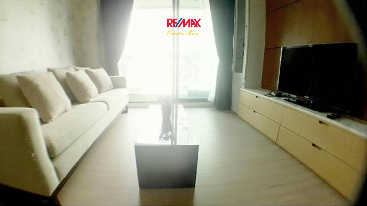 RE/MAX Executive Homes Agency's Spacious 1 Bedroom for Rent and Sale D25 Thonglo 2