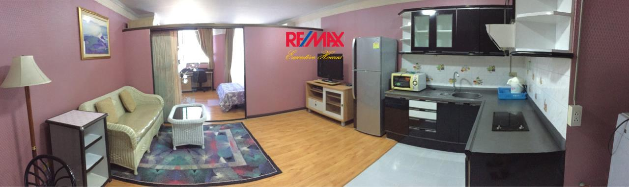 RE/MAX Executive Homes Agency's Spacious 1 Bedroom for Rent Supalai Place 39 4
