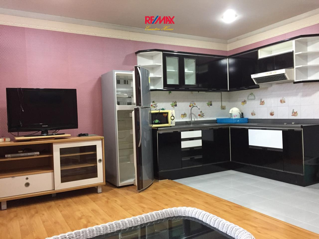 RE/MAX Executive Homes Agency's Spacious 1 Bedroom for Rent Supalai Place 39 6