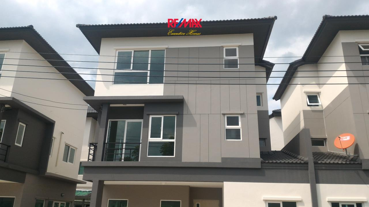 RE/MAX Executive Homes Agency's Nice 4 Bedroom for Rent and Sale (X-TREND) Baan Klang Mueang Suan Luang 1