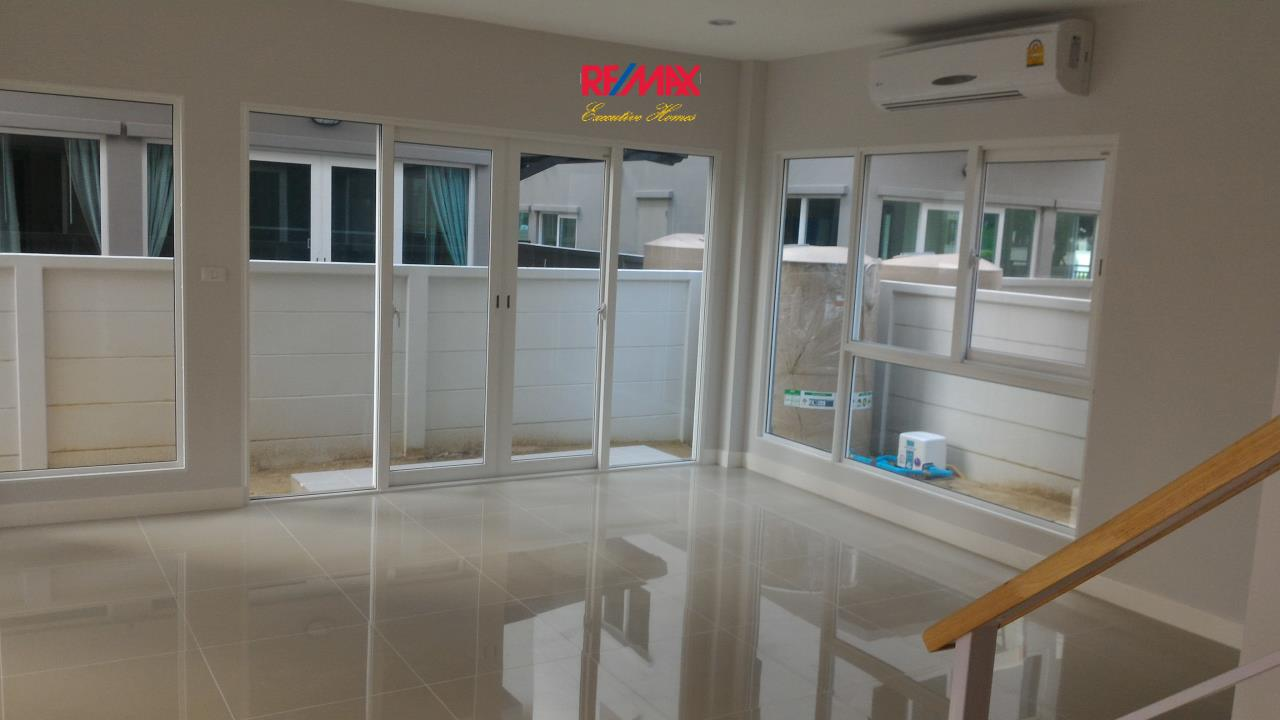 RE/MAX Executive Homes Agency's Nice 4 Bedroom for Rent and Sale (X-TREND) Baan Klang Mueang Suan Luang 5