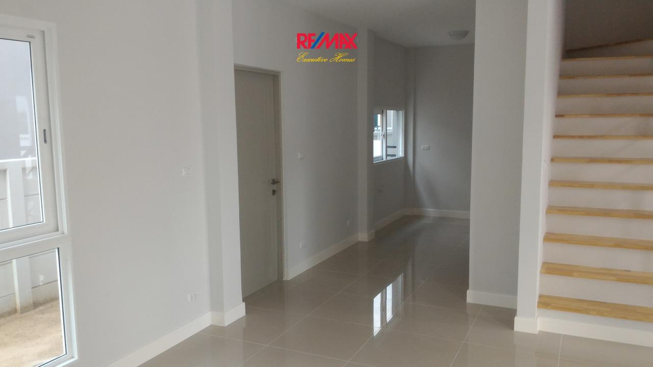 RE/MAX Executive Homes Agency's Nice 4 Bedroom for Rent and Sale (X-TREND) Baan Klang Mueang Suan Luang 6