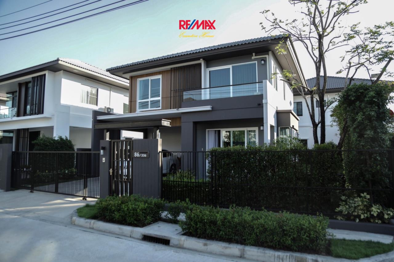 RE/MAX Executive Homes Agency's Nice 3 Bedroom House for Sale Mantana Village On Nut Wongwaen 4 1