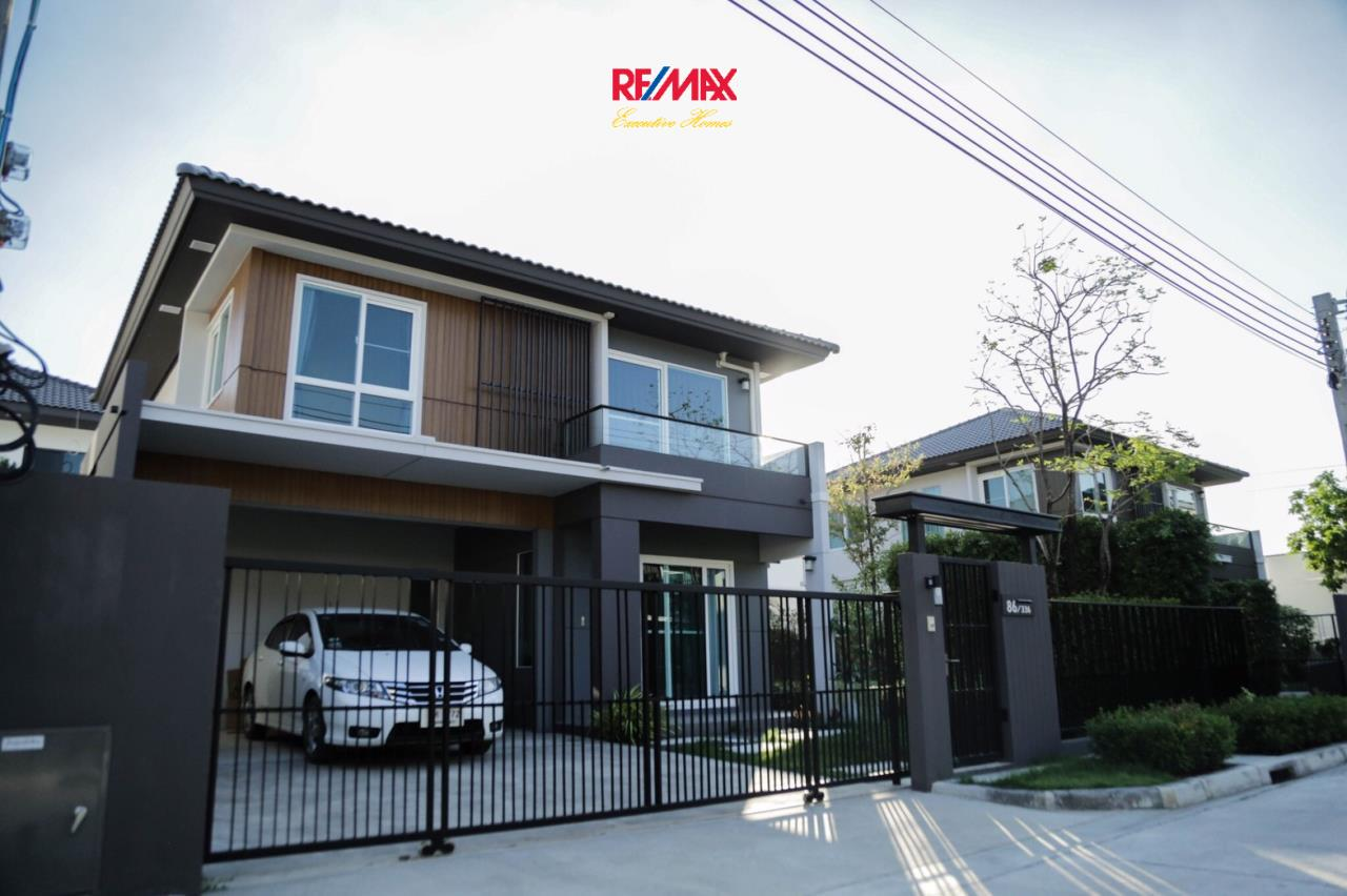 RE/MAX Executive Homes Agency's Nice 3 Bedroom House for Sale Mantana Village On Nut Wongwaen 4 3