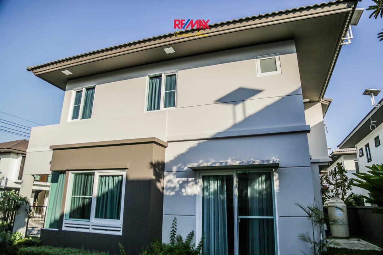 RE/MAX Executive Homes Agency's Nice 3 Bedroom House for Sale Mantana Village On Nut Wongwaen 4 8