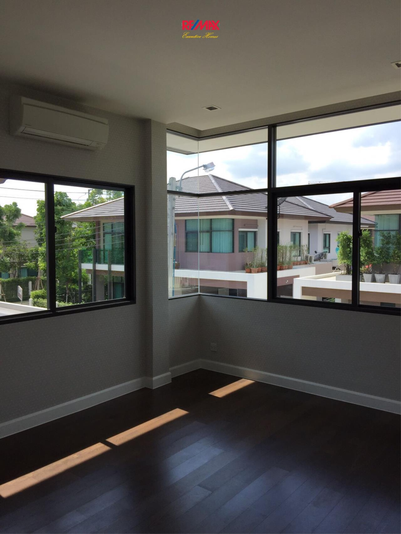 RE/MAX Executive Homes Agency's Stunning 4 Bedroom Townhouse for Sale Settasiri On Nut 2