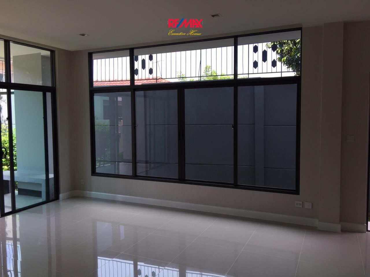 RE/MAX Executive Homes Agency's Stunning 4 Bedroom Townhouse for Sale Settasiri On Nut 8