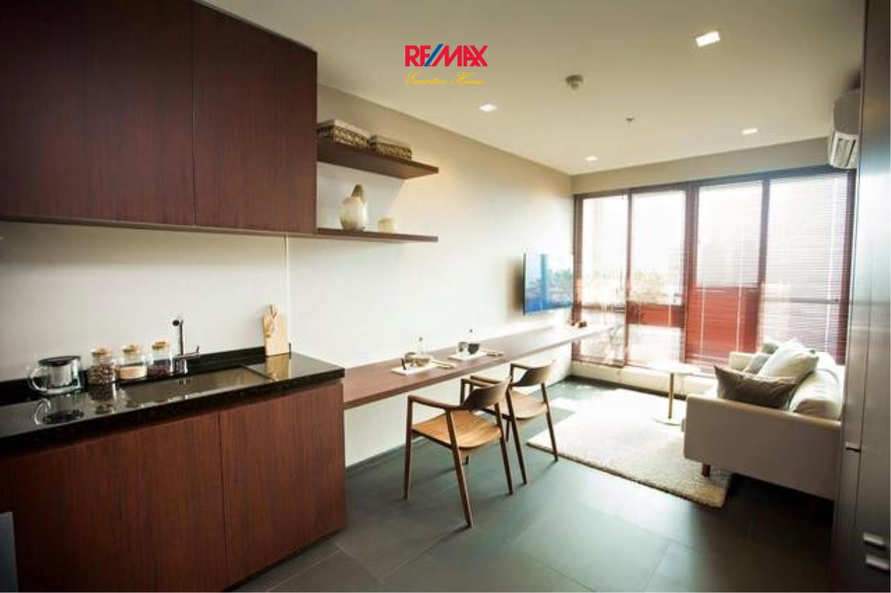 RE/MAX Executive Homes Agency's Stunning 1 Bedroom for Rent UP Ekamai 2