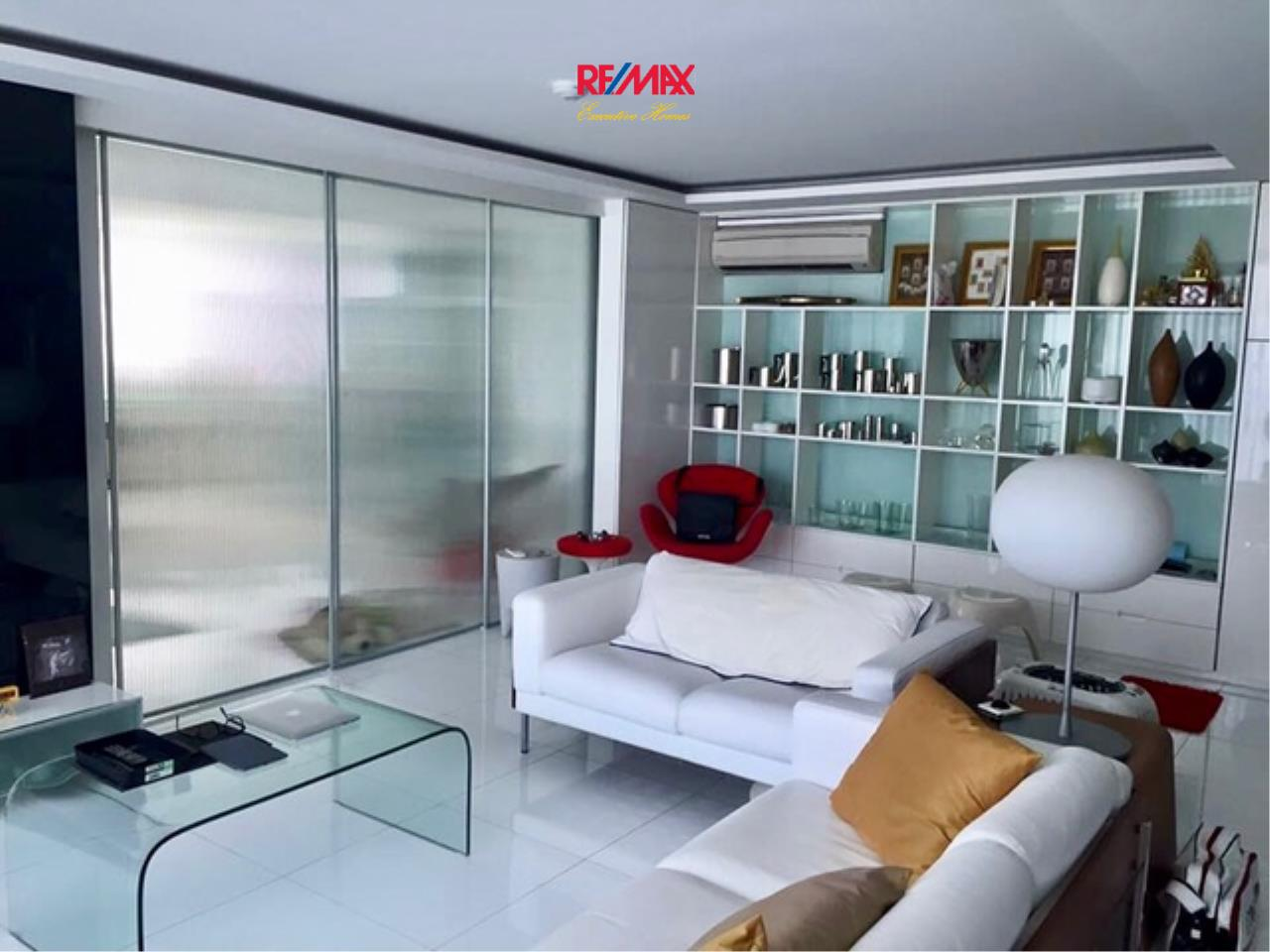 RE/MAX Executive Homes Agency's Stunning 1 Bedroom for Sale Fine @ River 1