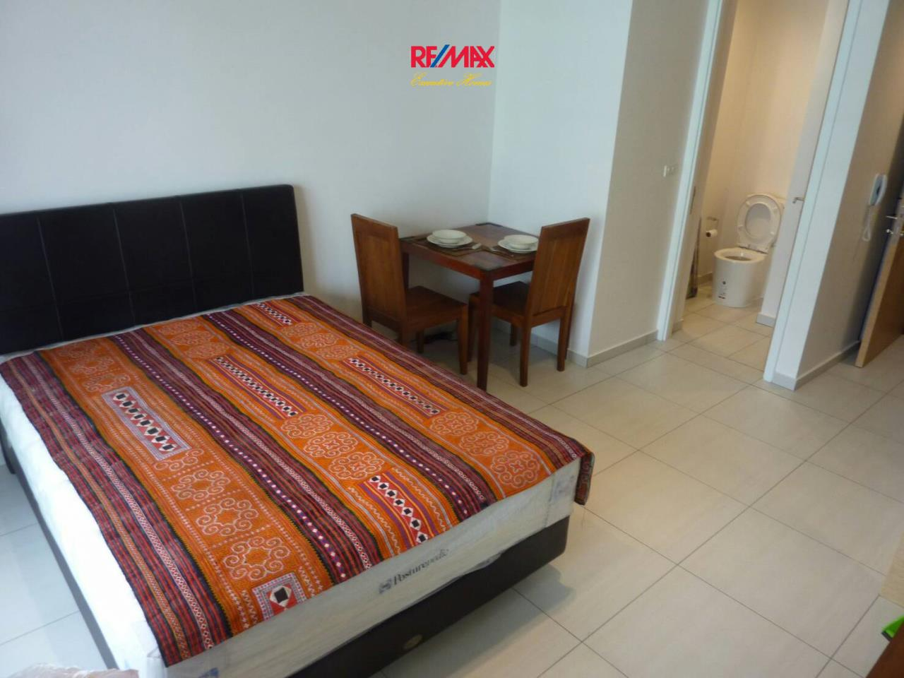 RE/MAX Executive Homes Agency's Nice Studio type Bedroom for Rent The Lofts Ekkamai 3