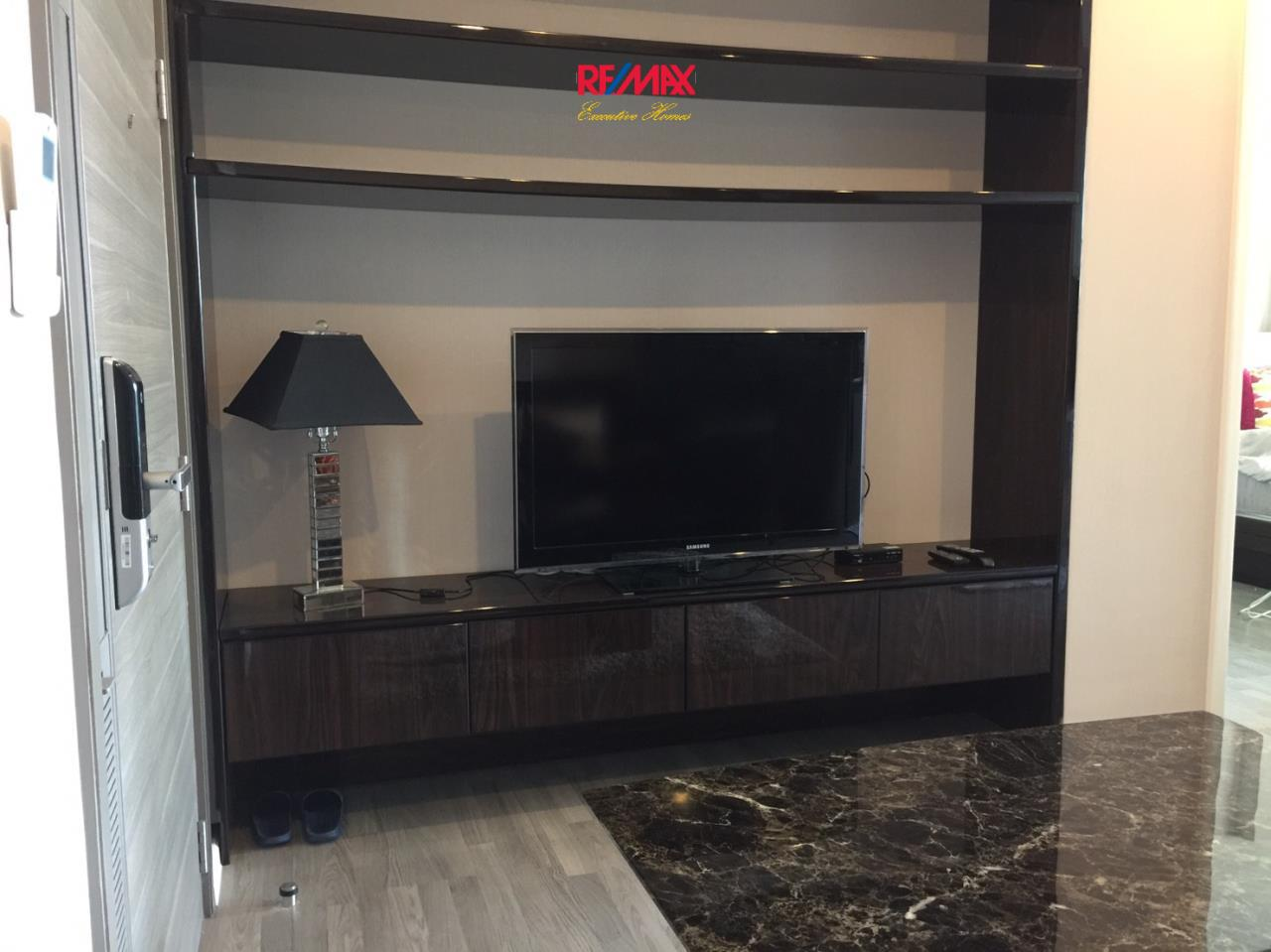 RE/MAX Executive Homes Agency's Stunning 1 Bedroom for Rent The Room 69 3