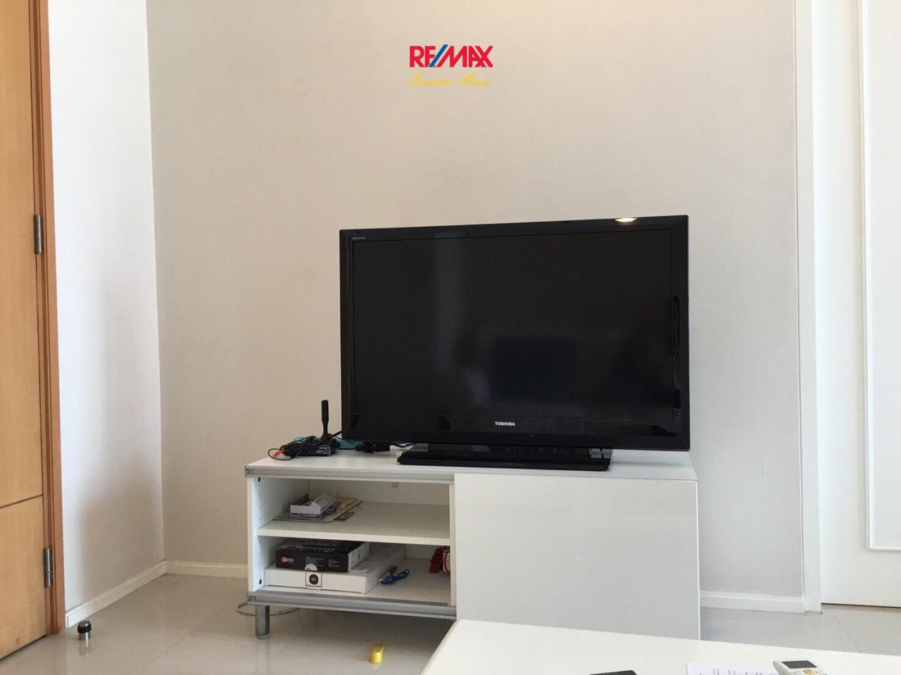 RE/MAX Executive Homes Agency's Beautiful 1 Bedroom for Rent Villa Asoke 9