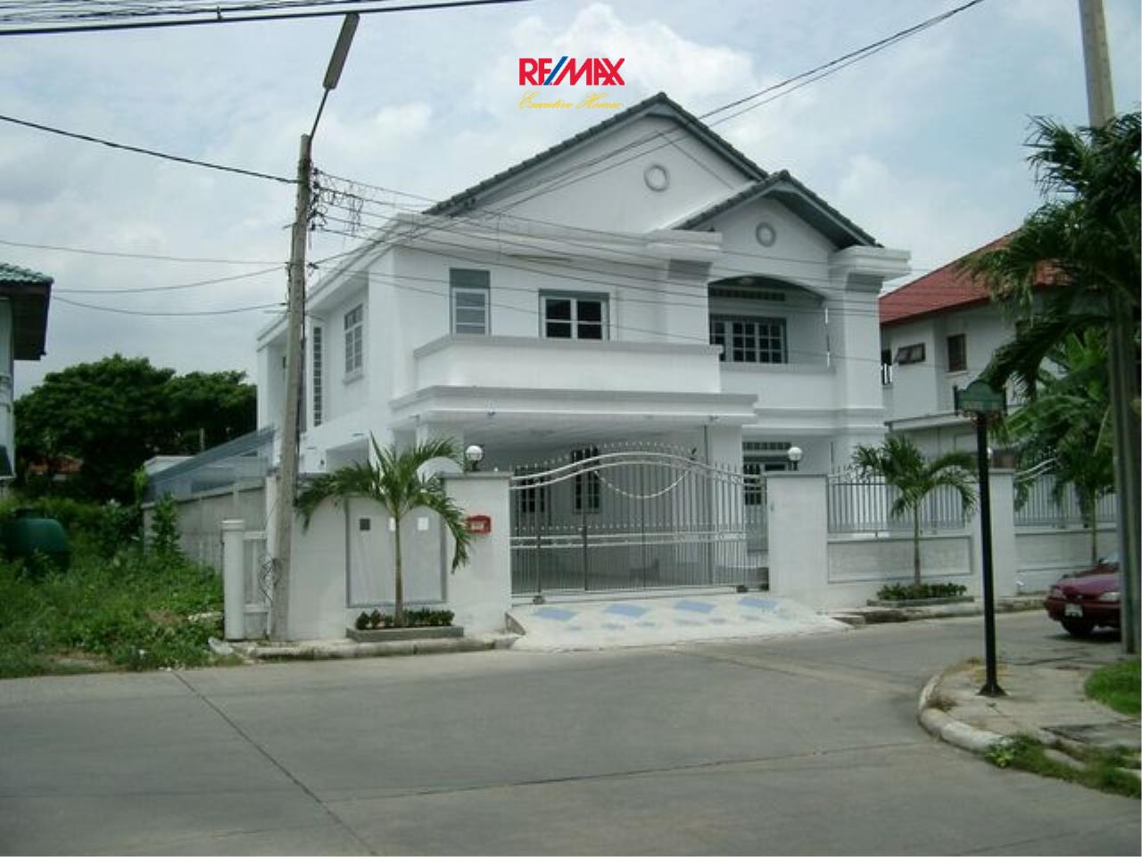 RE/MAX Executive Homes Agency's Spacious 5 Bedroom Townhouse for Sale Pattanakarn 57 1