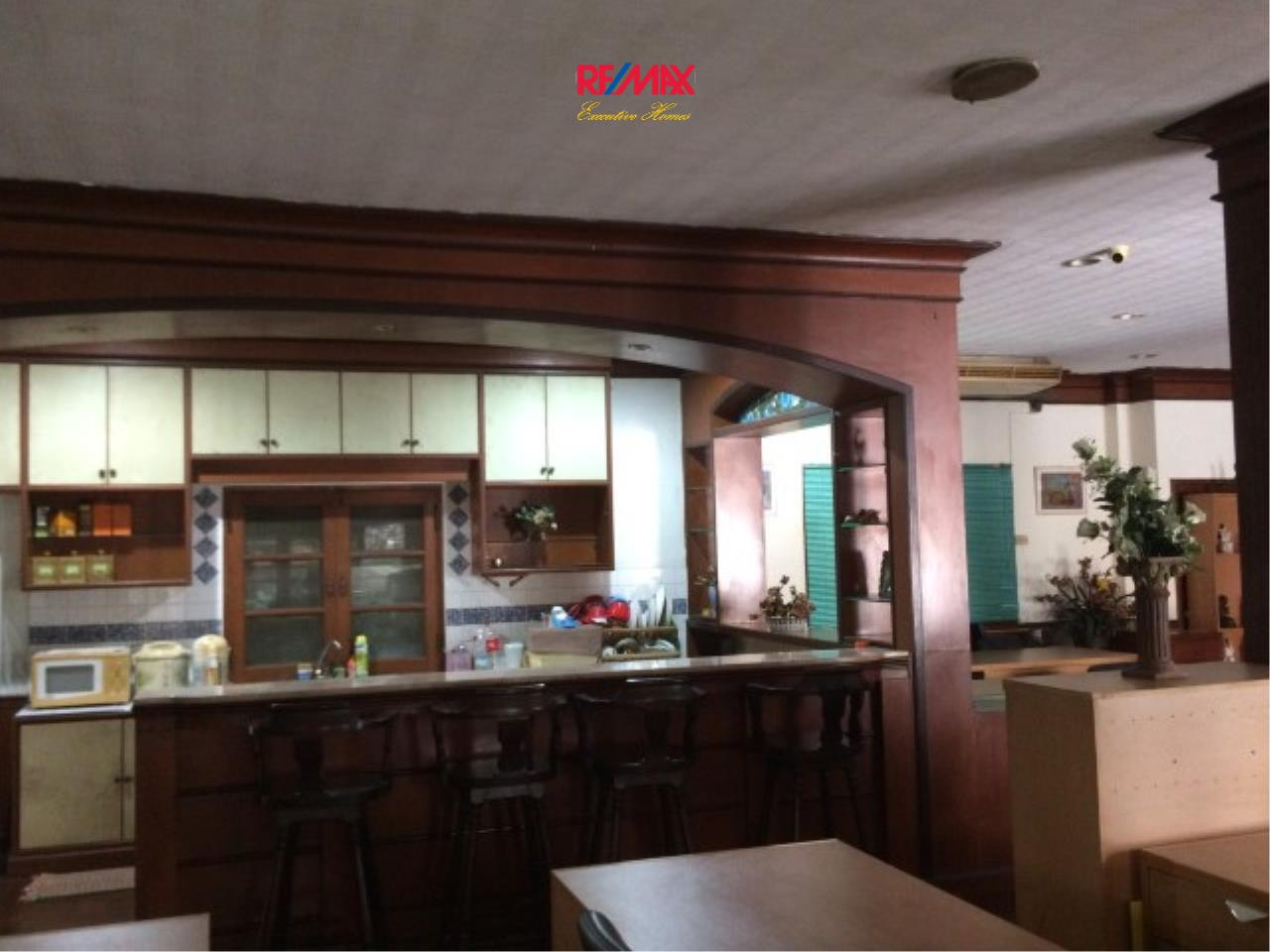 RE/MAX Executive Homes Agency's Spacious 4 Bedroom House for Sale Srinakarin 38 5