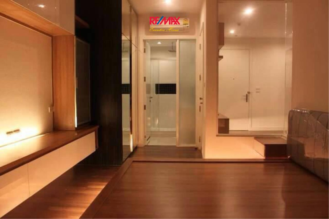 RE/MAX Executive Homes Agency's Nice 1 Bedroom for Sale The Room 62 4