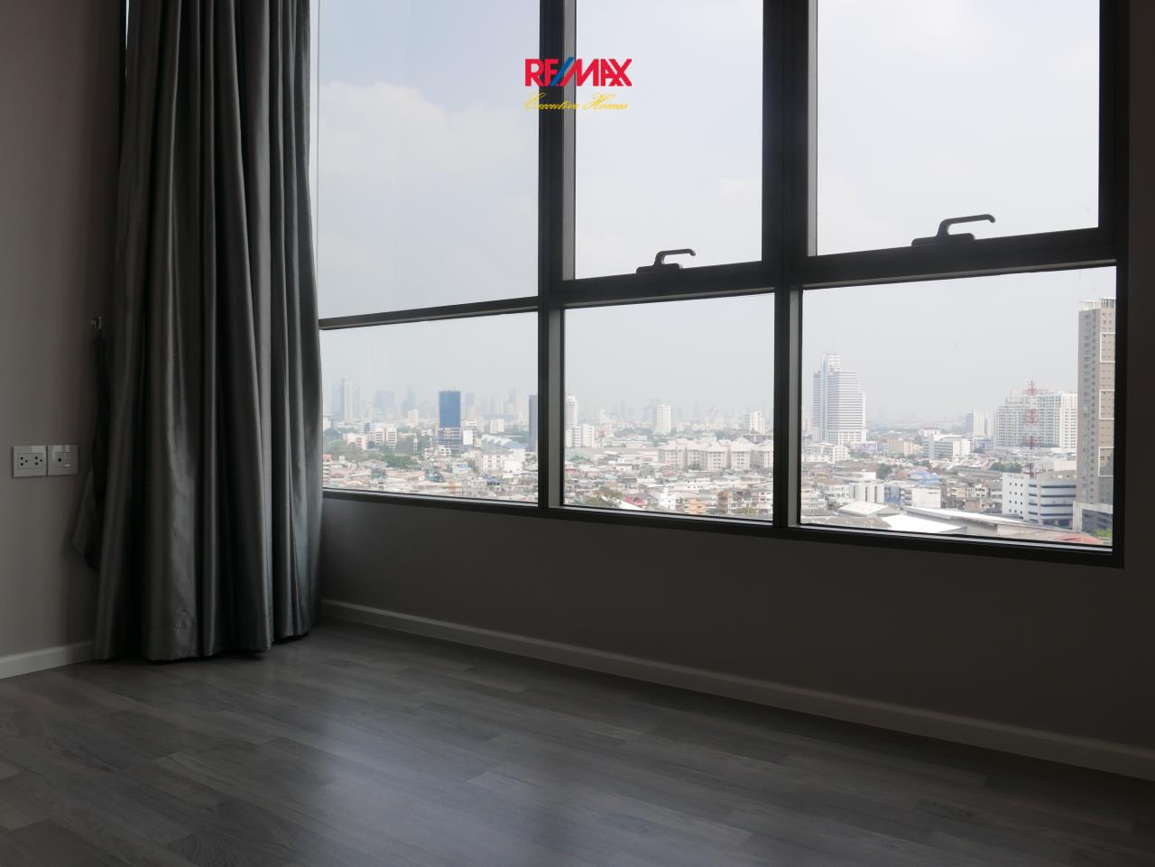 RE/MAX Executive Homes Agency's Beautiful 2 Bedroom for Rent Rhythm Sathorn St. Louis 5