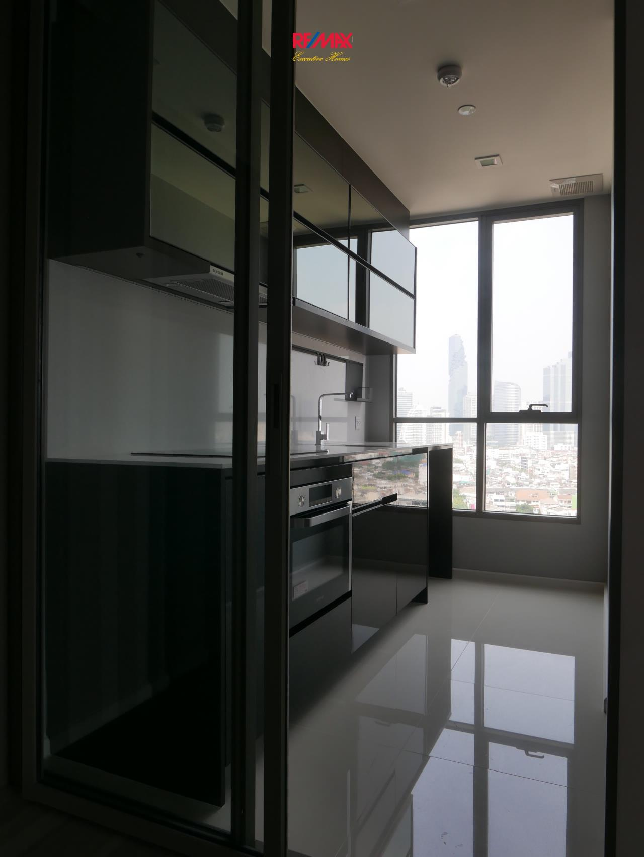 RE/MAX Executive Homes Agency's Beautiful 2 Bedroom for Rent Rhythm Sathorn St. Louis 8