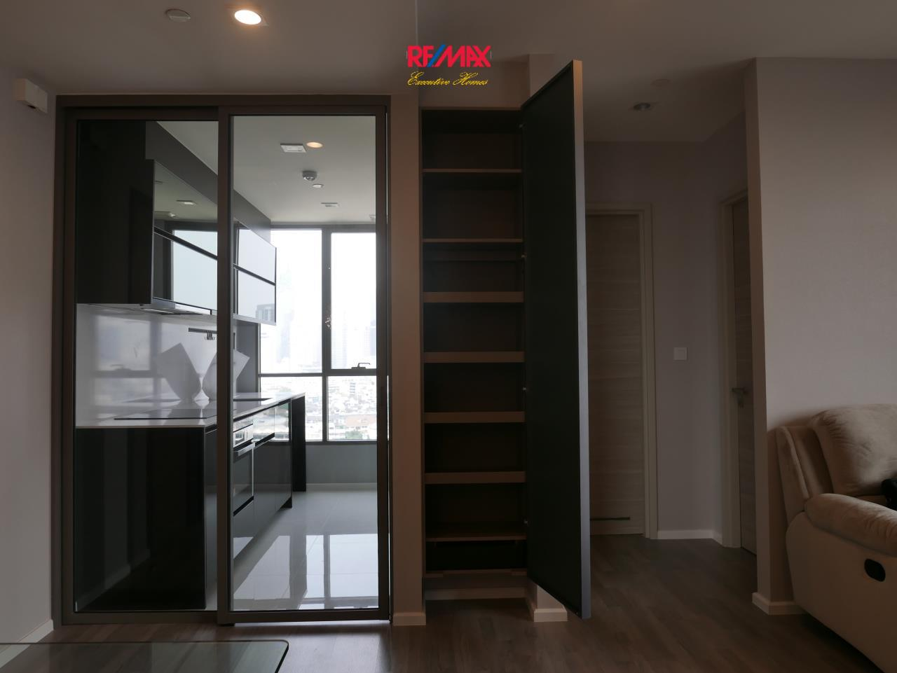 RE/MAX Executive Homes Agency's Beautiful 2 Bedroom for Rent Rhythm Sathorn St. Louis 7