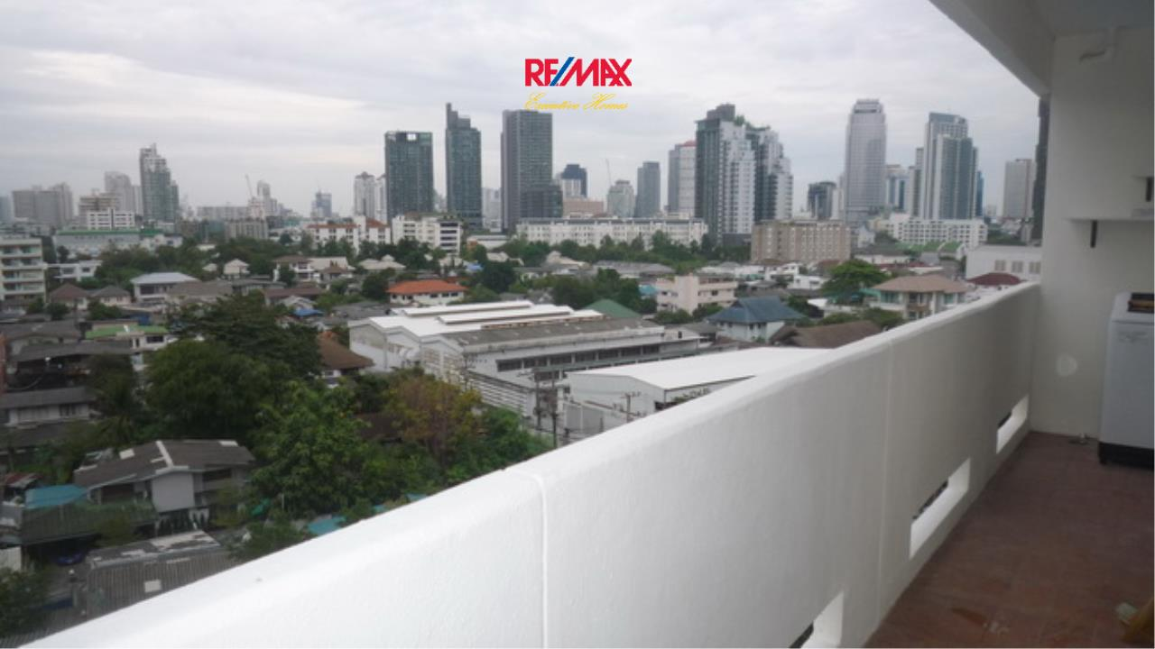 RE/MAX Executive Homes Agency's Beautiful 2 Bedroom for Rent Baan Sukhumvit  12