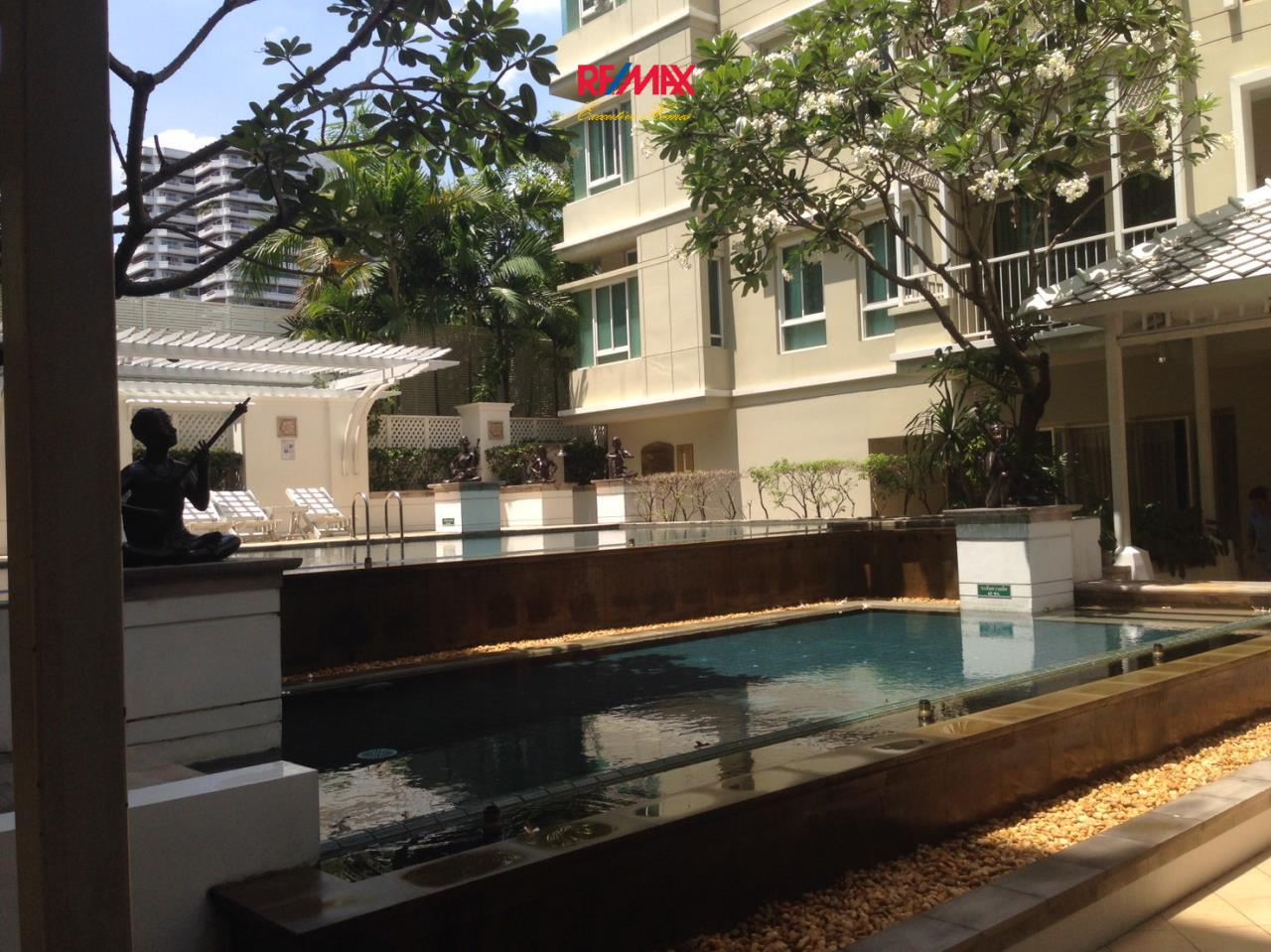 RE/MAX Executive Homes Agency's Spacious 2 Bedroom for Rent The Bangkok 43 6