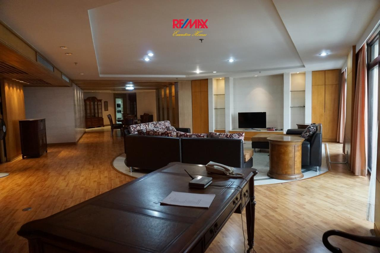 RE/MAX Executive Homes Agency's Spacious 6 Bedroom Penthouse for Sale Kallista Mansion 3