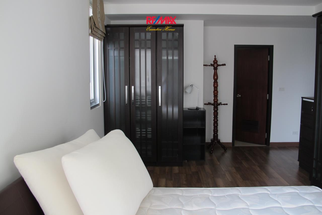 RE/MAX Executive Homes Agency's Beautiful 2 Bedroom for Rent The Rajadamri 2