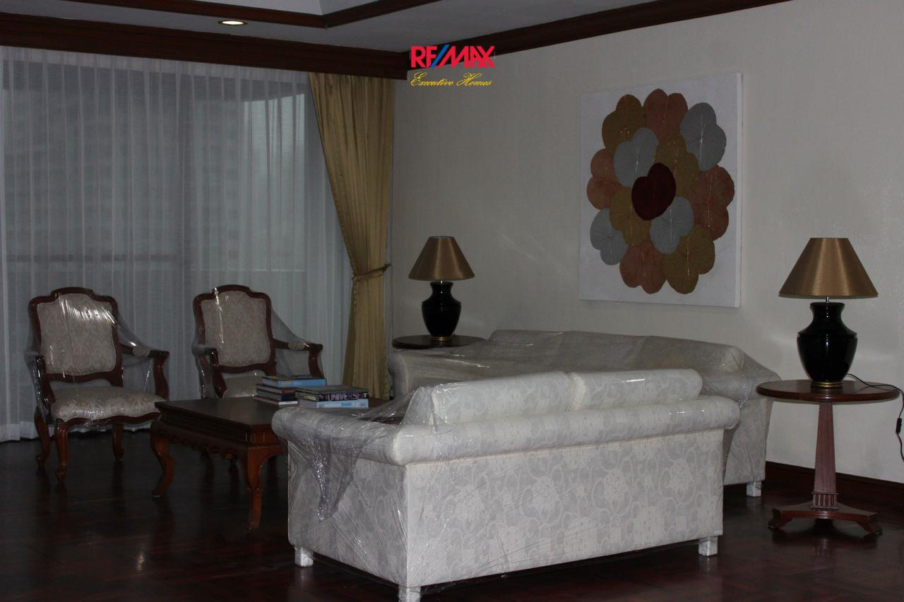 RE/MAX Executive Homes Agency's Spacious 3+1 Bedroom for Rent near BTS Phrom Phong 1
