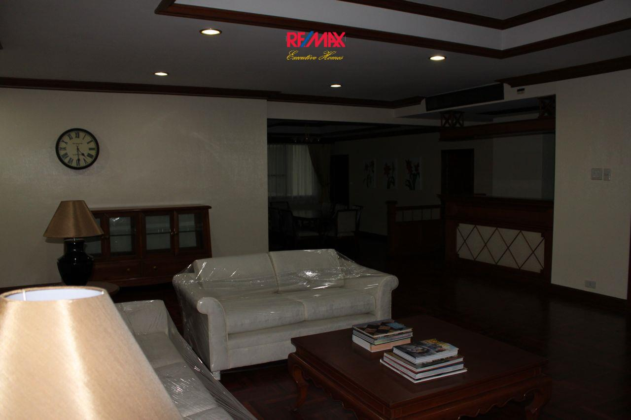 RE/MAX Executive Homes Agency's Spacious 3+1 Bedroom for Rent near BTS Phrom Phong 3