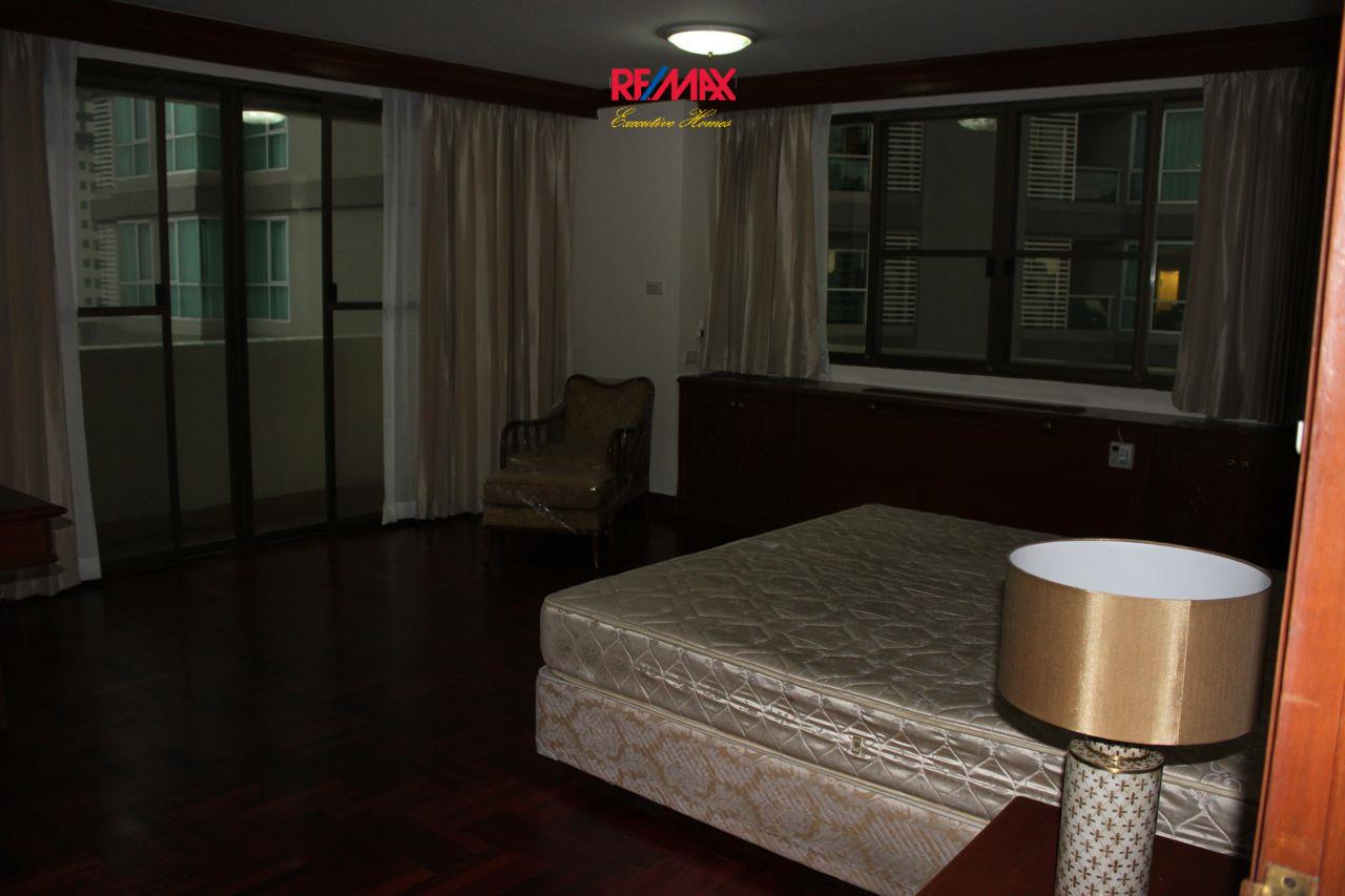 RE/MAX Executive Homes Agency's Spacious 3+1 Bedroom for Rent near BTS Phrom Phong 14