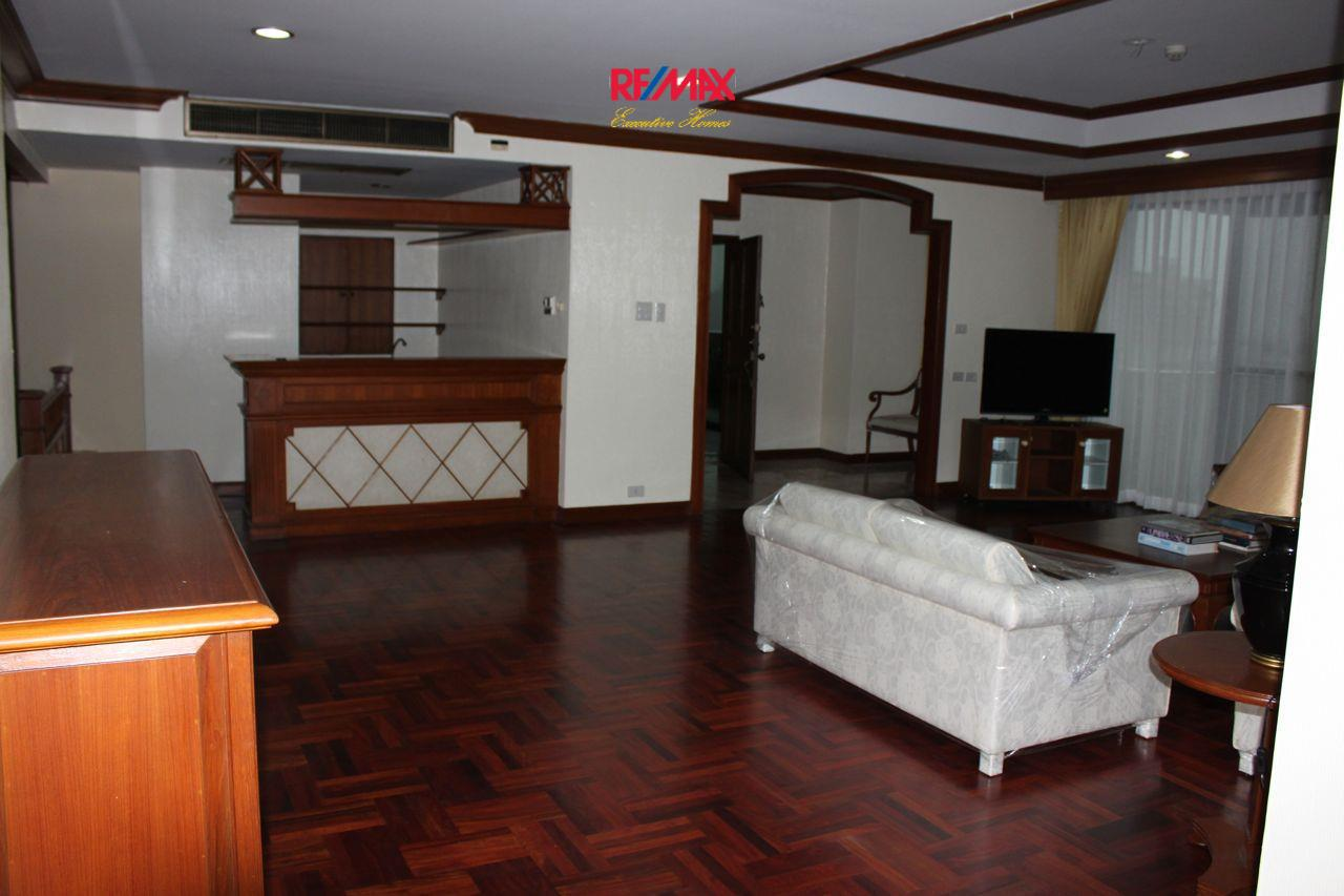 RE/MAX Executive Homes Agency's Spacious 3+1 Bedroom for Rent near BTS Phrom Phong 17