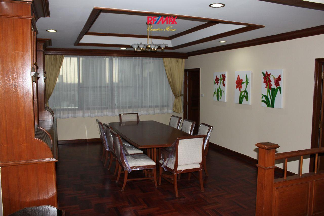 RE/MAX Executive Homes Agency's Spacious 3+1 Bedroom for Rent near BTS Phrom Phong 19