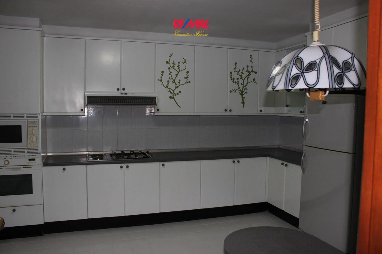 RE/MAX Executive Homes Agency's Spacious 3+1 Bedroom for Rent near BTS Phrom Phong 20