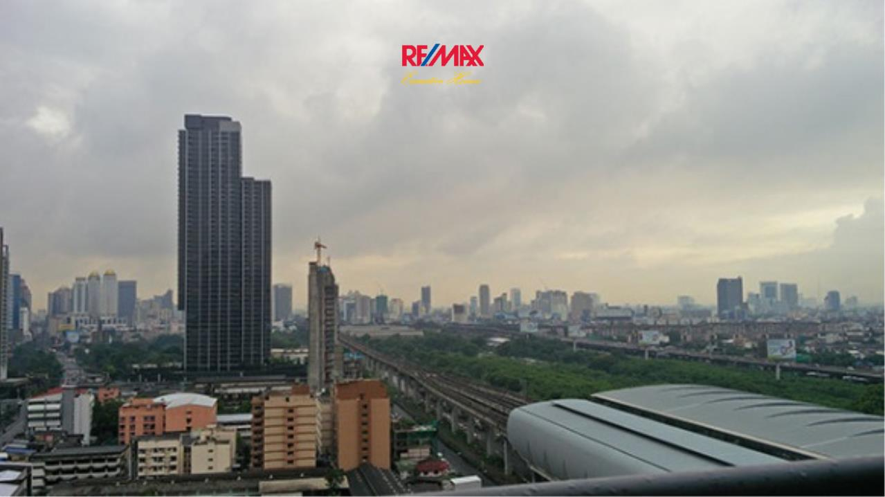 RE/MAX Executive Homes Agency's Lovely 2 Bedroom for Sale with Tenant Address Asoke 6
