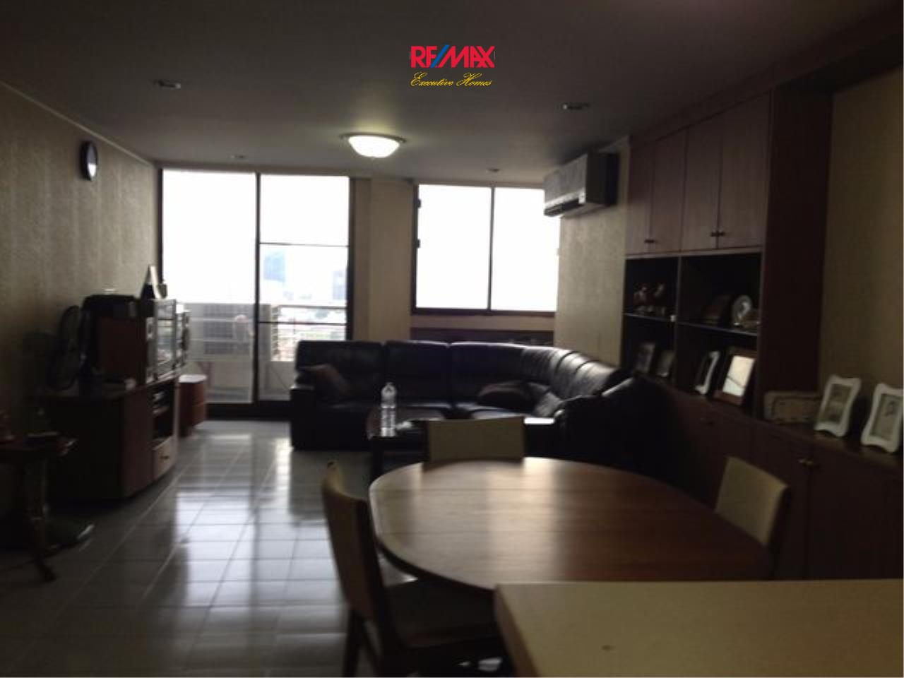 RE/MAX Executive Homes Agency's Spacious 2 Bedroom for Sale Supalai Place 39 1